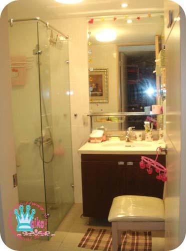 原本的椅子跟原本的浴櫃