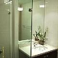原本暗沉的浴櫃