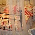 這蚊帳的垂度很美,可以自己調