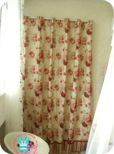 通往陽台門的布簾