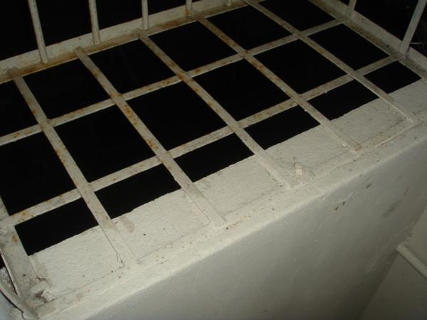 儲藏室的舊舊鐵窗