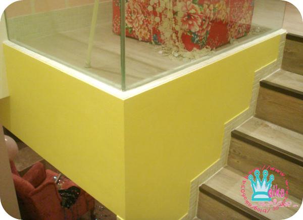 梯間水泥漆偽裝嫩黃壁紙牆