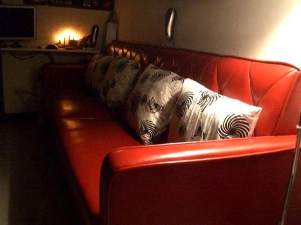 沙發旁立燈燈光