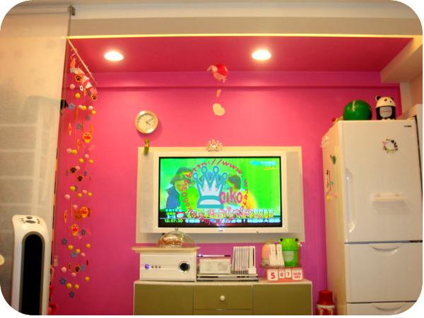 桃紅電視牆