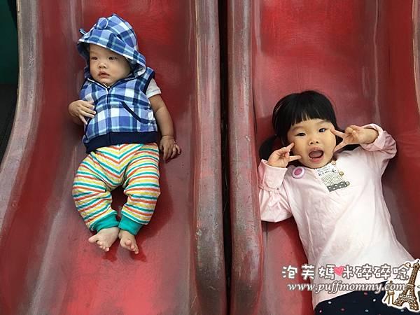 第一次和姐姐一起去公園玩