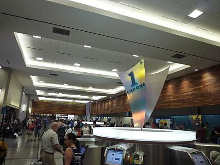 D05-001-Honolulu Airport.JPG