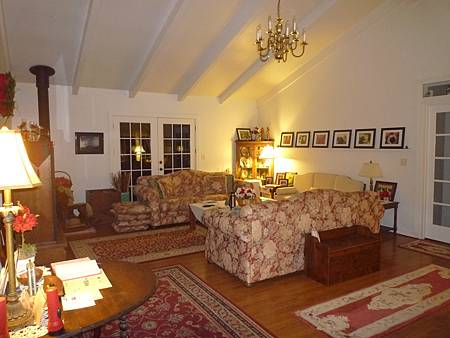 D05-197-At The End of Road B&B.JPG