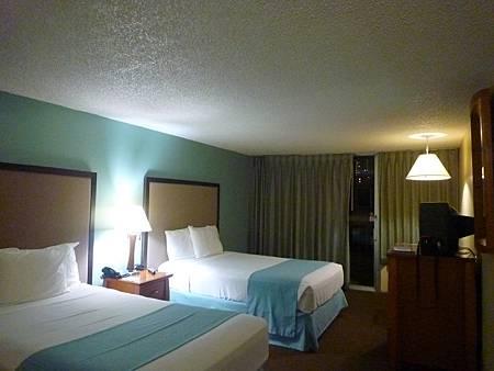 D07-090-Waikiki Gateway Hotel.JPG