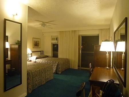 D06-387-Kona Seaside Hotel.JPG
