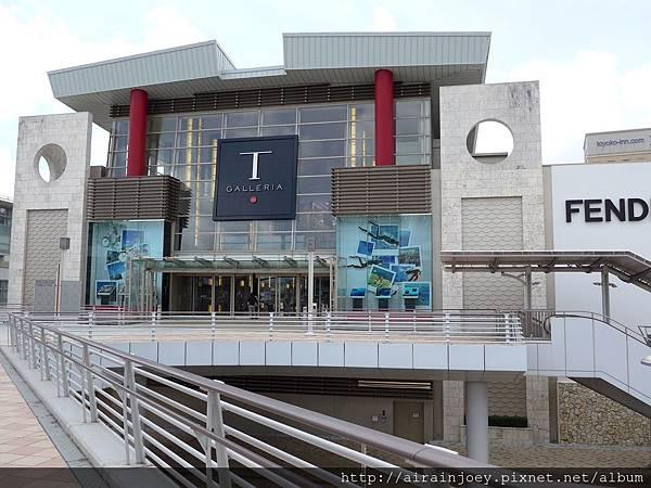 D01-020-DFS Galleria.jpg