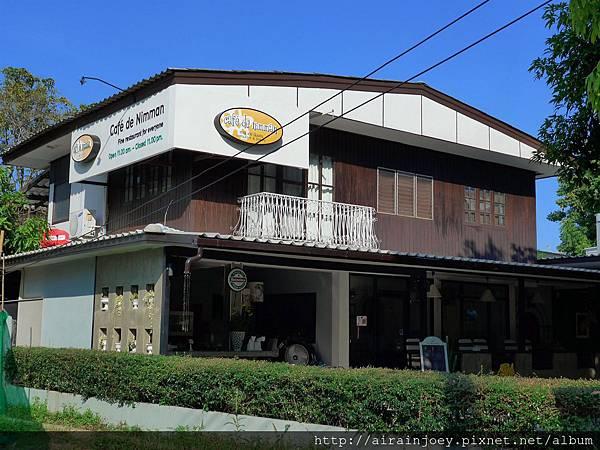 D05-198-Cafe de Nimman.jpg