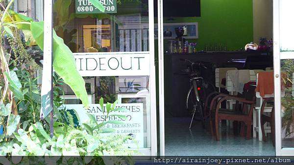D06-005-The Hide Out.jpg