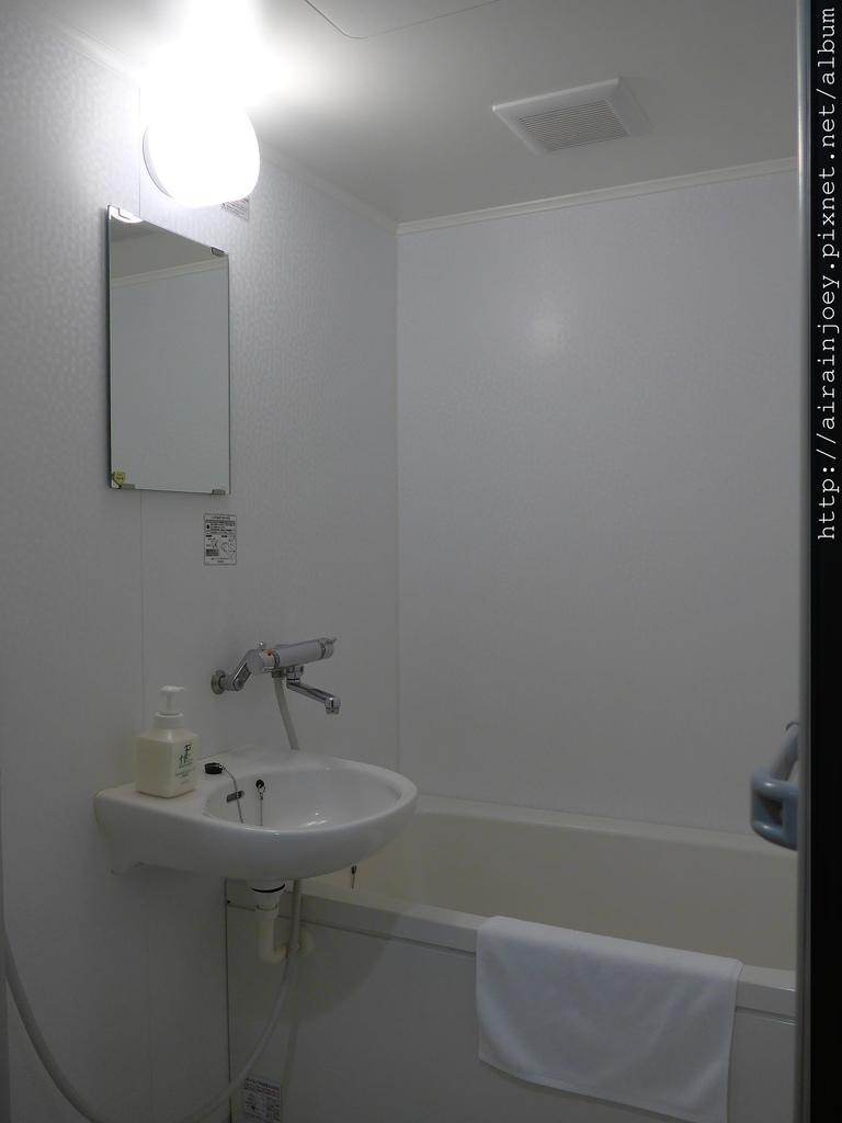 D01-015 Naha West Inn.jpg