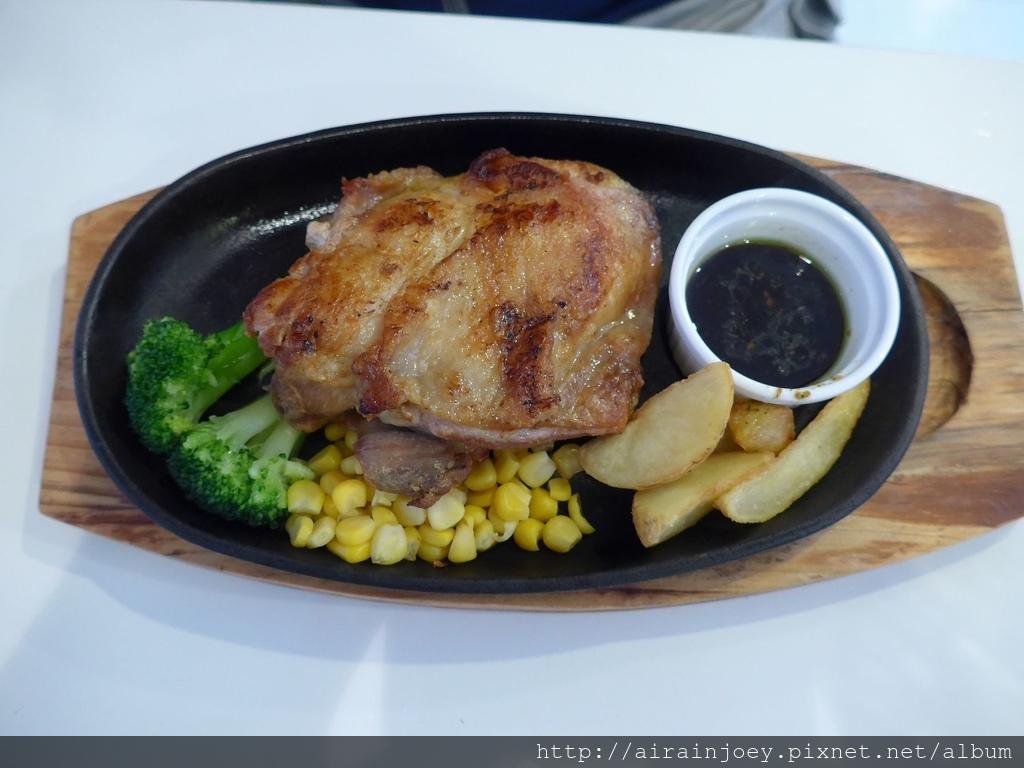 D03-247 Cafe Restaurant LA TiLLA.jpg