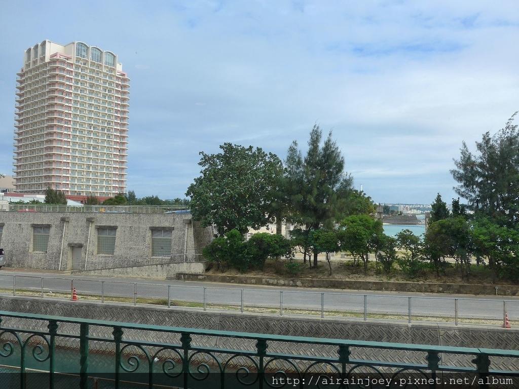 D04-109 Vessel Hotel Campana Okinawa.jpg