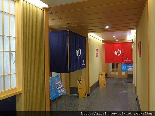 D05-008 Vessel Hotel Campana Okinawa.jpg