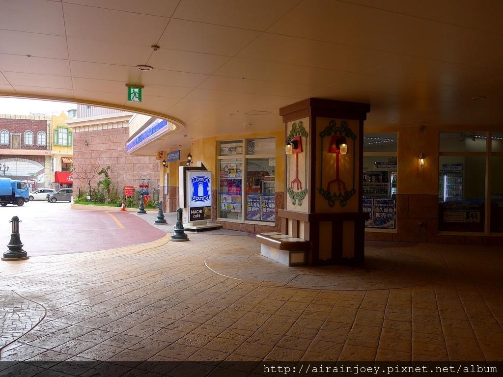 D06-027 Vessel Hotel Campana Okinawa.jpg