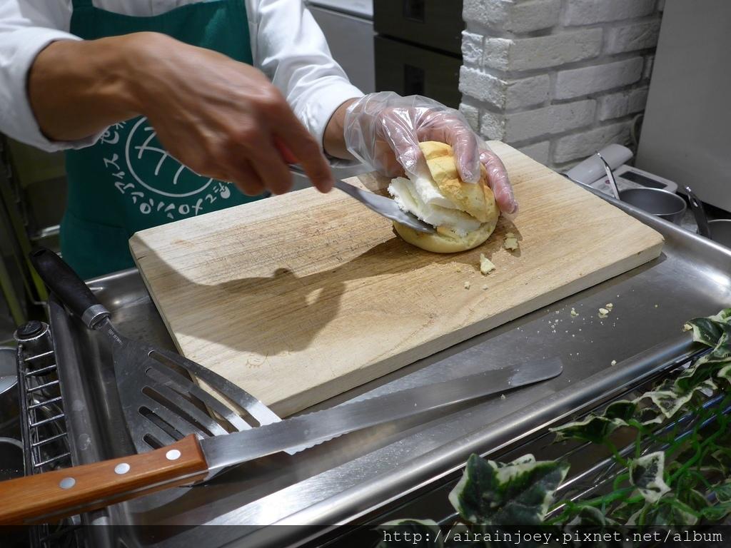 D05-271 AEON Rycom 菠蘿麵包.jpg