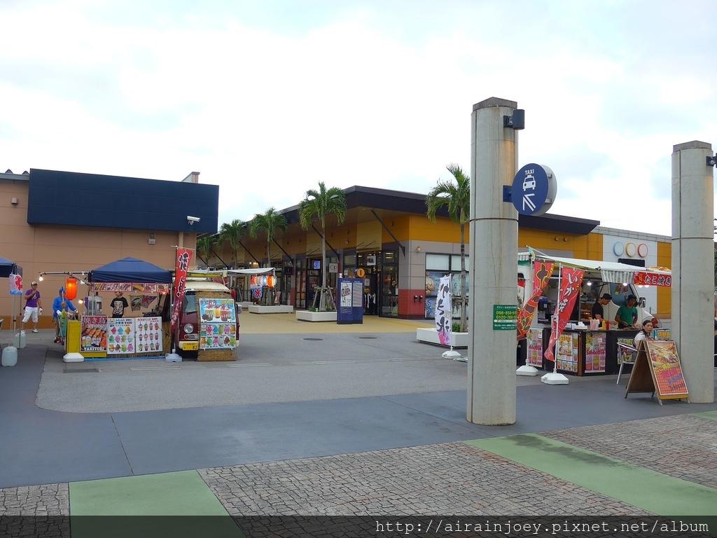 D06-304 Outlet Mall Ashibinaa.jpg