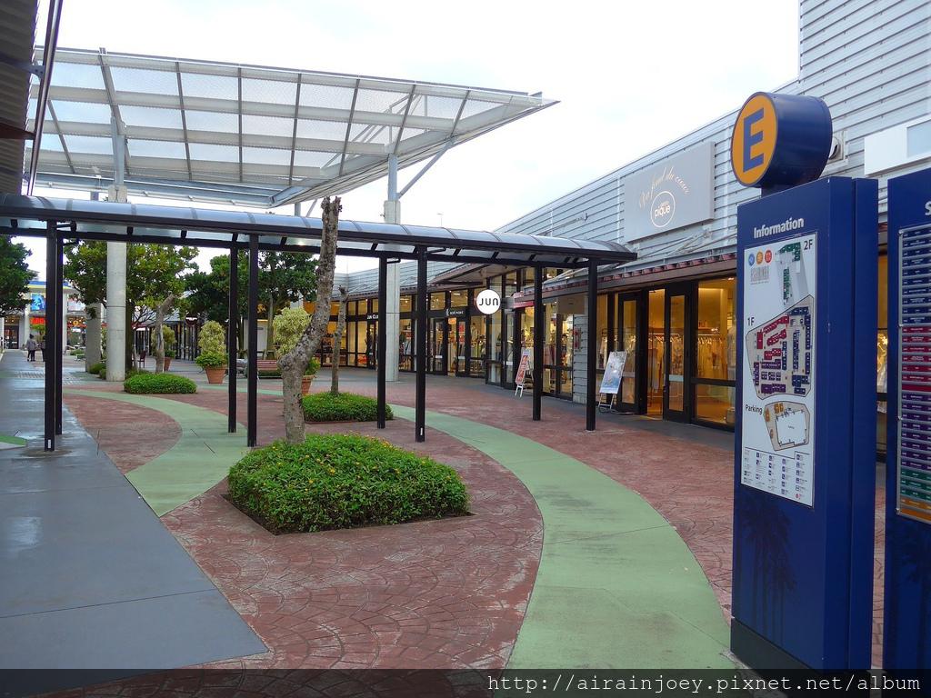 D06-302 Outlet Mall Ashibinaa.jpg