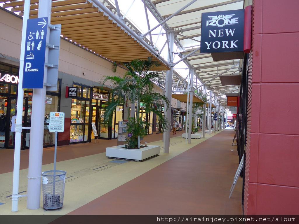 D06-305 Outlet Mall Ashibinaa.jpg