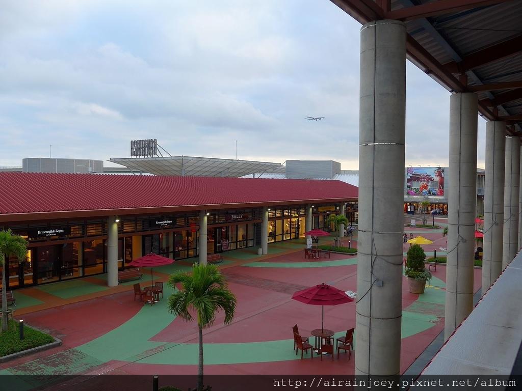 D06-317 Outlet Mall Ashibinaa.jpg