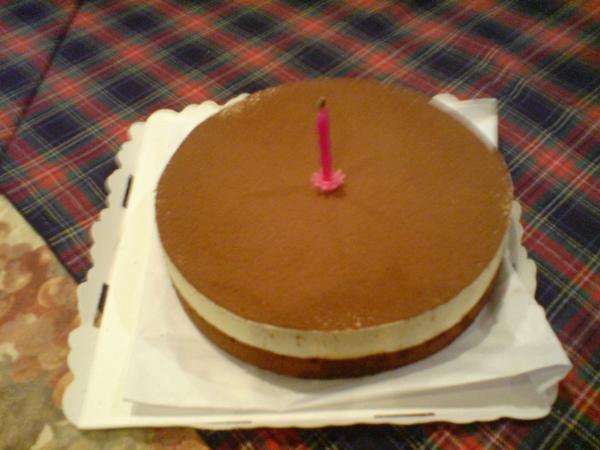 莎諾招待的生日蛋糕 堤拉米穌 很好吃唷