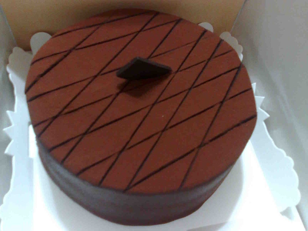 我姐買回來的據說很貴的巧克力蛋糕