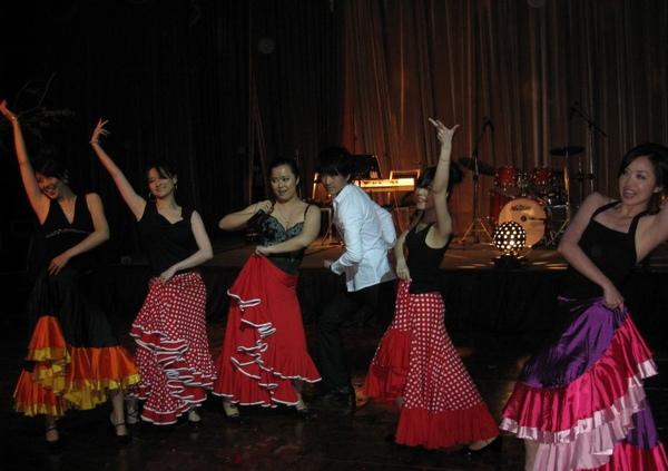 flamingo dance 01.JPG