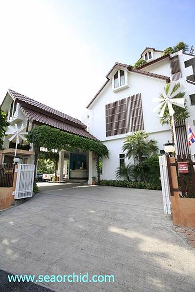 hotel-entrance1