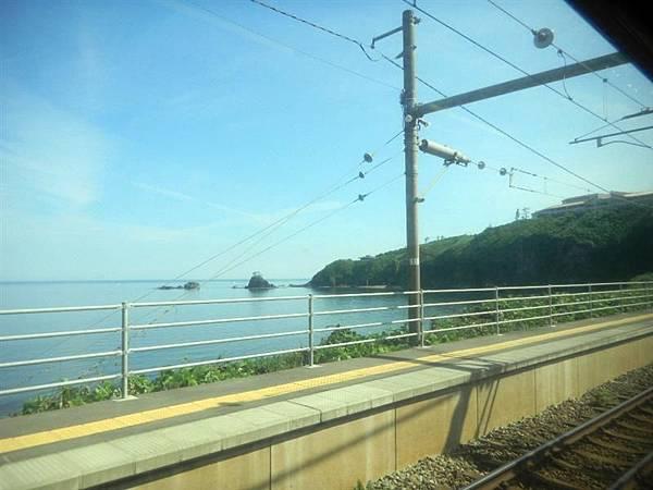 越後線可看到日本海沿岸風光