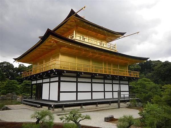 可觀賞金閣寺最近距離