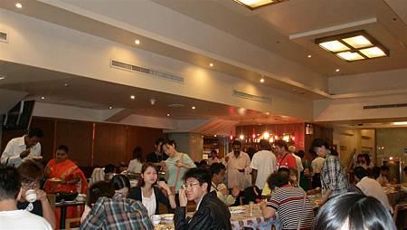 第二天一早的大廳變成餐廳