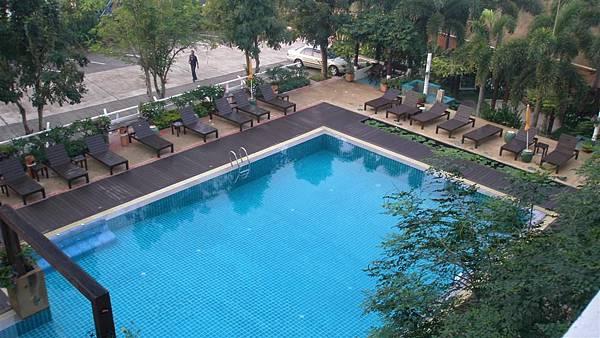 這泳池很喜歡,,可惜沒人帶泳衣