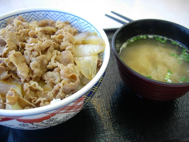 牛丼と味噌汁