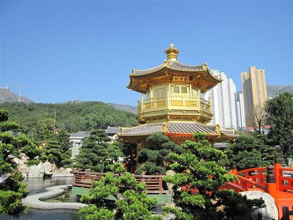 原來香港也有金閣寺~噗~是圓滿閣啦~也太漂亮了吧~距離又近~不輸金閣寺