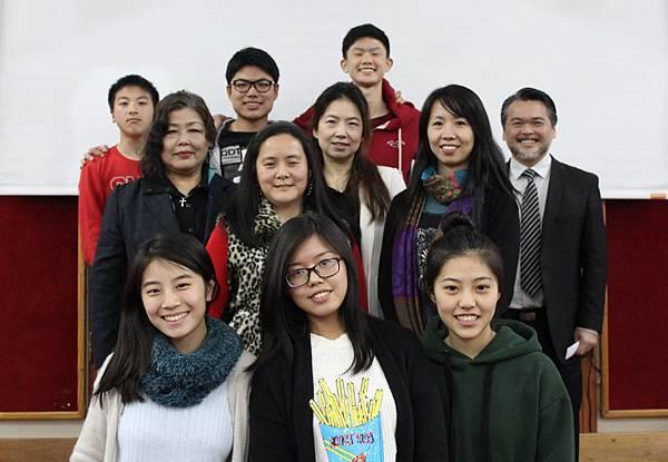 六位獲獎學生與評審.jpg