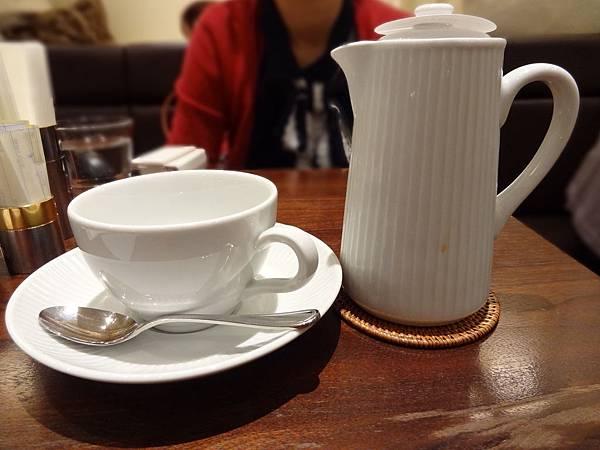 為了不要太難看兩人多點了奶茶