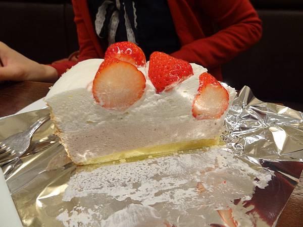 六瀨的草莓起司蛋糕