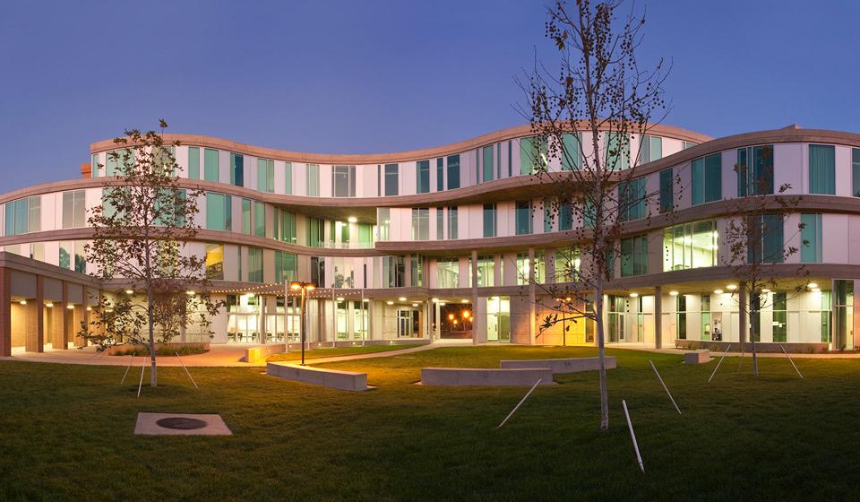 UCI Humanities Gateway, 爾灣大學, 綠建築, 人文學院