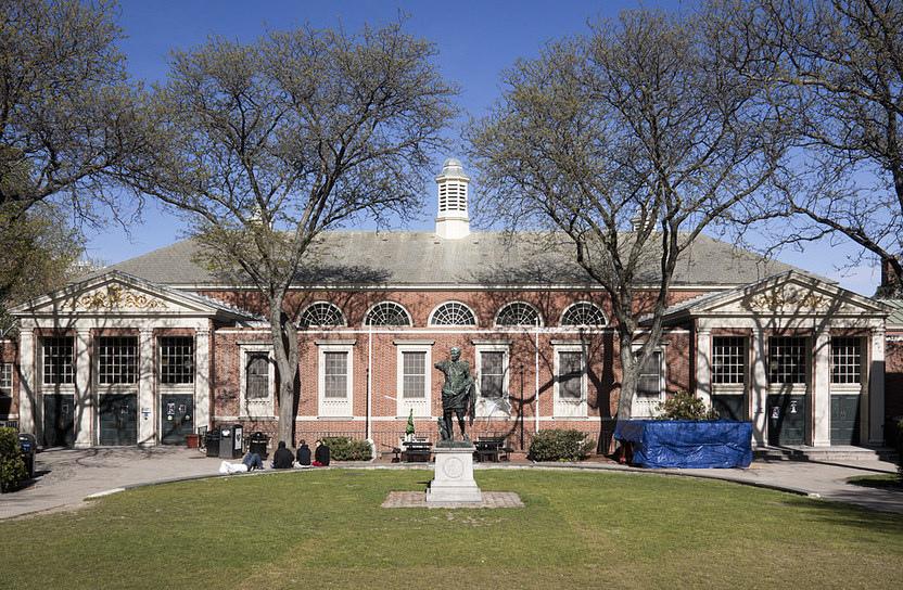 Brown 布朗大學 - 在傳統與創新之間的最佳平衡,嚴謹莊重卻不失朝氣