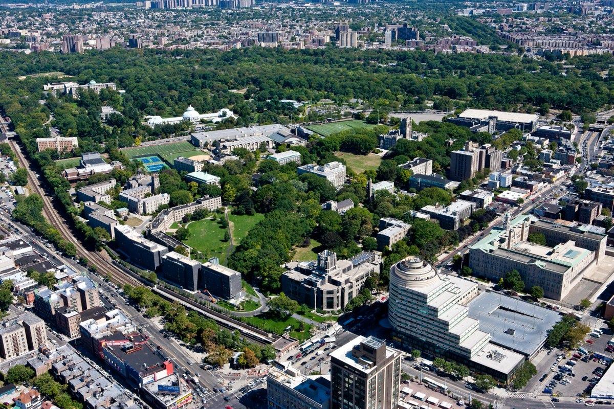 Fordham福特漢姆大學 - 紐約市歷史悠久的私立大學,政經界菁英多出身於此