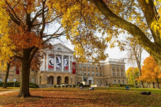 UW-Madison威斯康辛大學麥迪森分校 – 依傍門多塔湖畔的美麗校園