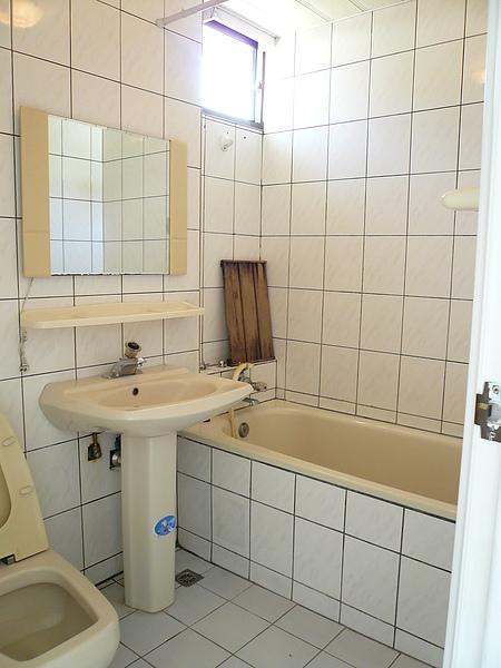 均有對外窗的乾淨廁所
