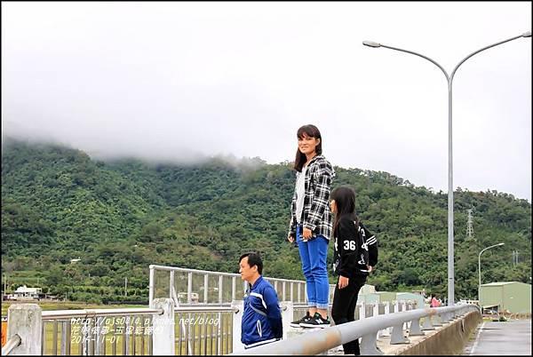 玉里客城彩繪田5.jpg