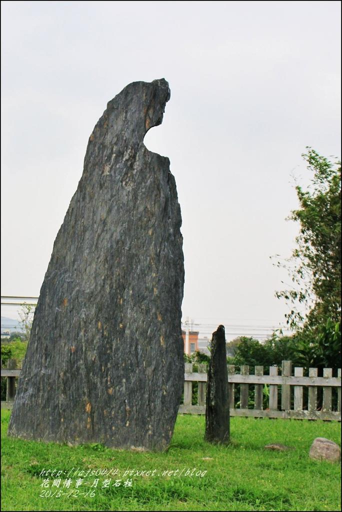2015-12-卑南月型石柱5.jpg