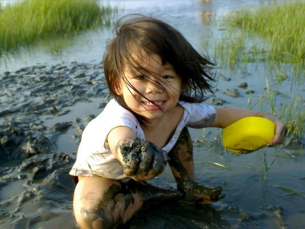 小蝦米要拿泥巴送給把拔