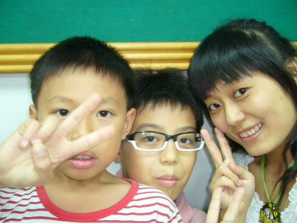 小梅子+學生帥弟跟口愛弟