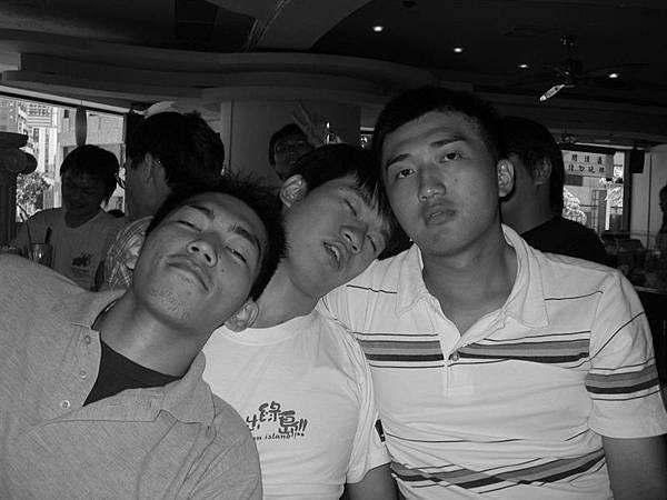三個吸毒犯