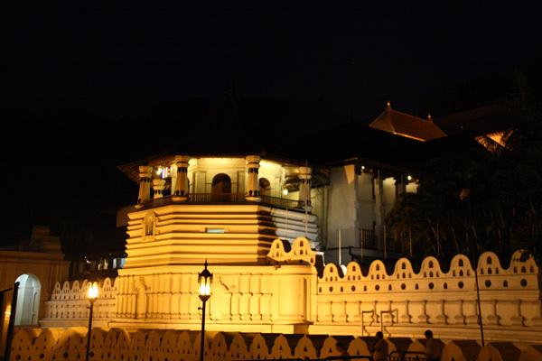 佛牙寺夜景